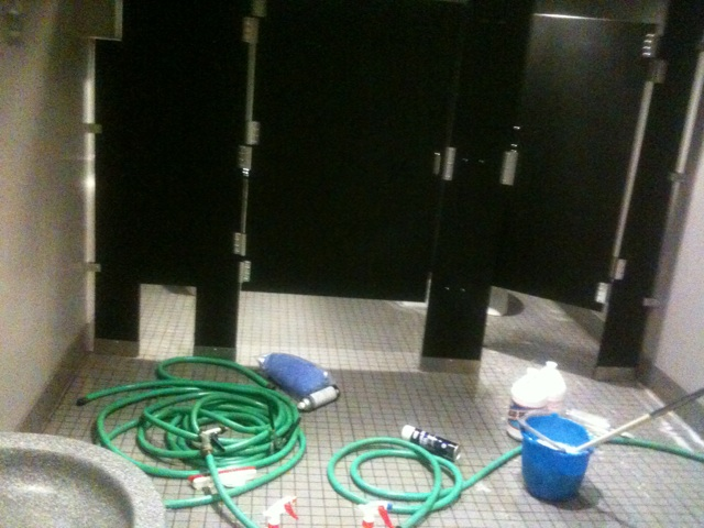 restroom_01